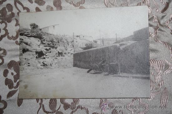 ANTIGUA FOTOGRAFÍA EN ALBÚMINA DE PRINC. S.XX - REP. PUEBLO CON CAÑON (Fotografía Antigua - Albúmina)