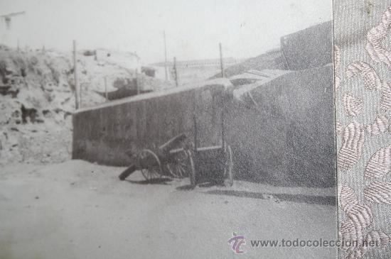 Fotografía antigua: ANTIGUA FOTOGRAFÍA EN ALBÚMINA DE PRINC. S.XX - REP. PUEBLO CON CAÑON - Foto 2 - 29619589