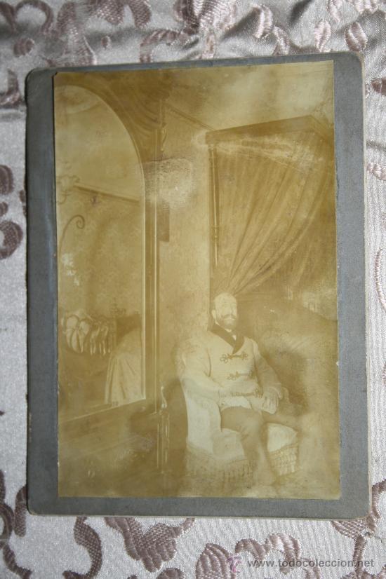 ANTIGUA FOTOGRAFÍA EN ALBÚMINA DEL S.XIX - VARÓN ACOMODADO EN BUTACA (Fotografía Antigua - Albúmina)