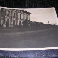Fotografía antigua: ANTIGUA FOTOGRAFIA FERROCARRIL ESTACION LINEA BARCELONA - MATARO ,PRINCIPIOS S. XX- 11X8,5 CM. . Lote 29827351