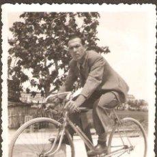 Fotografía antigua: VALENCIA. CICLISTA MAYO 1935. Lote 29955935