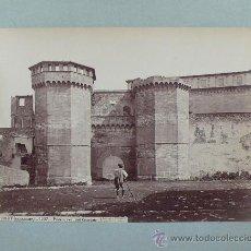 Fotografía antigua: POBLET, PUERTA DEL CONVENTO, 1870'S. FOTO: LAURENT. ALBÚMINA 25X34 CM. SOPORTE: 33X42 CM.. Lote 30014404