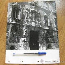 Fotografía antigua: FOTOGRAFIA DE VALENCIA DEL PALACIO DEL MARQUES DE DOS AGUAS DE LA PELICULA ALABASTRO. Lote 30048106