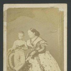 Old photograph: LA REINA ISABEL II Y SU HIJO ALFONSO XII. PRECIOSA CDV DE DISDERI. PARIS. C.1861. Lote 30072690