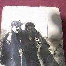 Fotografía antigua: ANTIGUA FOTOGRAFÍA EN BLANCO Y NEGRO DE 3 JÓVENES .AÑOS 60. Lote 31326053