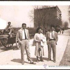 Fotografía antigua: CARROS EN LA HUERTA DE VALENCIA. AÑO 1954. Lote 31372154