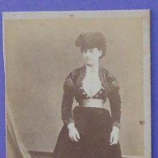 Fotografía antigua: FOTOGRAFÍA DE UNA MUJER. SIN FOTÓGRAFO. 9,7 X 6 CM. Lote 31938829