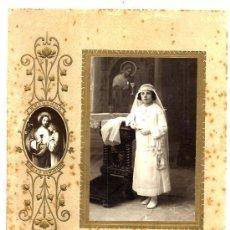 Fotografía antigua: FOTO MILLAN TARRAGONA PRIMERA COMUNION CARTON RELIEVE . Lote 31951522