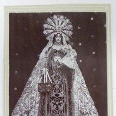 Fotografía antigua: ANTIGUA FOTOGRAFIA ALBUMINA DE VIRGEN VENERADA EN JEREZ, FOTO ALBERTO DEL CASTILLO, MIDE 16,5 X 10,8. Lote 32447887