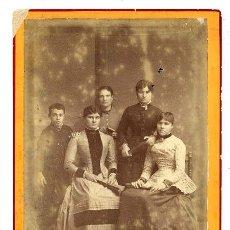 Fotografía antigua: FOTO SIN AUTOR RETRATO FAMILIAR TAMAÑO POSTAL. Lote 32747934