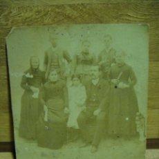 Fotografía antigua: GRUPO FAMILIAR - TAMAÑO DE LA FOTO 17 X 15 CNTº -. Lote 33144209