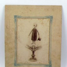 Fotografía antigua: LUÍS BARRILLÓN. ESCULTURA REALIZADA CON VERDURAS, 1890S. FOTO: SANTOS, BARCELONA.. Lote 205896205