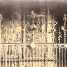 Fotografía antigua: FOTOGRAFIA ALBUMINA DE REJA GÓTICA EN CAPILLA DE LA CATEDRAL DE BARCELONA .CA.1875. 17,5X13,5 CMS . Lote 34509662