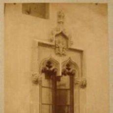 Fotografía antigua: 2 FOTOGRAFIAS ALBUMINAS DE VENTANALES GÓTICOS DE MATARÓ. CA. 1875. 12X17 CMS . Lote 35008177
