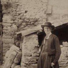 Fotografía antigua: 2 FOTOGRAFIAS ALBUMINAS DE PERSONAJES MALLORQUINES (HOMBRE Y MUJER). CA. 1880. MALLORCA.. Lote 35181320