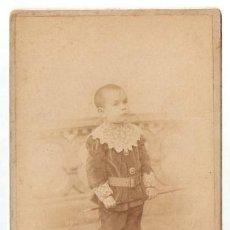 Fotografía antigua: FOTOGRAFIA DE NIIÑO. AUDOUARD Y CIA. BARCELONA. SOBRE CARTON. 10,7 X 16,5 CMS. VELL I BELL.. Lote 35383541