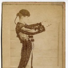 Fotografía antigua: FOTOGRAFÍA DE TORERO O BANDERILLERO ALFALFA. FOTO CASTILLO, SEVILLA. CIRCA 1890 (VER REVERSO). Lote 35578717
