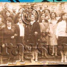 Fotografía antigua: FOTOGRAFIA ORIGINAL SOBRE CARTON JOVENES DE CASTELLON CON PEPITA SAMPER MIS ESPAÑA EN VILLA DEL MAR. Lote 35700052