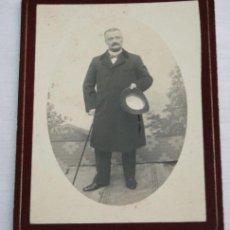 Fotografía antigua: FOTOGRAFIA ANTIGUA - HOMBRE CON TRAJE - FINALES DEL SIGLO XIX PRINCIPIOS DEL XX . Lote 35864458