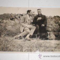 Fotografía antigua: ANTIGUA FOTOGRAFÍA. SACERDOTE SENTADO.. Lote 35984986
