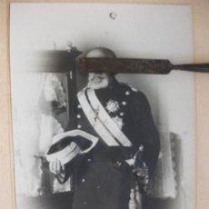 Fotografía antigua: GENERAL GUARDIA CIVIL GALA CON FAJIN, MEDALLAS Y ESPADIN . FOTO: UNTURBE, SEGOVIA.. Lote 37055476