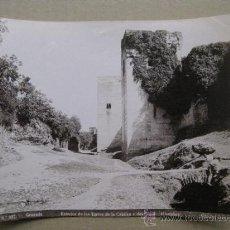 Fotografía antigua: GRANADA - ALHAMBRA, EXTERIOR DE LAS TORRES DE LA CAUTIVA Y DEL CADID - AÑOS 1900-10. Lote 37125310