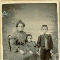 Fotografia antica: PORTUGAL. ISLAS AZORES. FAYAL. RETRATO DE FAMILIA. HACIA 1880. TIPO CABINET.. Lote 39301323