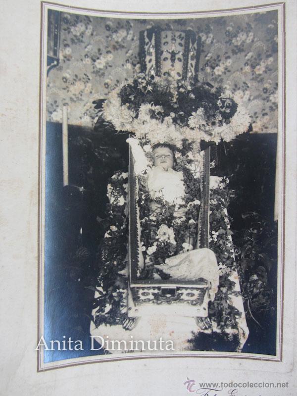 Fotografía antigua: ANTIGUA FOTOGRAFIA ALBUMINA DE NIÑO O NIÑA MUERTA - DIFUNTO MUERTO POST MORTEM - FOTO ALGECIRAS - Foto 2 - 202721978