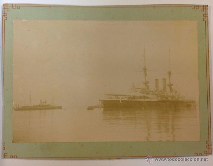 Fotografía antigua: 2 FOTOGRAFÍAS. BARCOS. ESCUADRA INGLESA DE 22 ACORAZADOS ANCLADA EN EL GOLFO DE ROSAS, AGOSTO 1896 - Foto 2 - 39967015