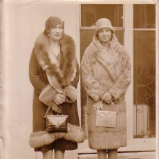 Fotografía antigua: ANTIGUA FOTOGRAFIA ORIGINAL DE LA REINA VICTORIA EUGENIA DE ESPAÑA Y SU HIJA LA PRINCESA 1920 - MIDE. Lote 38250006