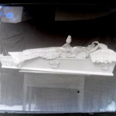 Fotografía antigua: ANTIGUA FOTOGRAFIA NEGATIVO EN CRISTAL POST MORTEM DE JOVEN MUERTA O CADAVER - VER LAS FOTOS QUE HEM. Lote 38263528