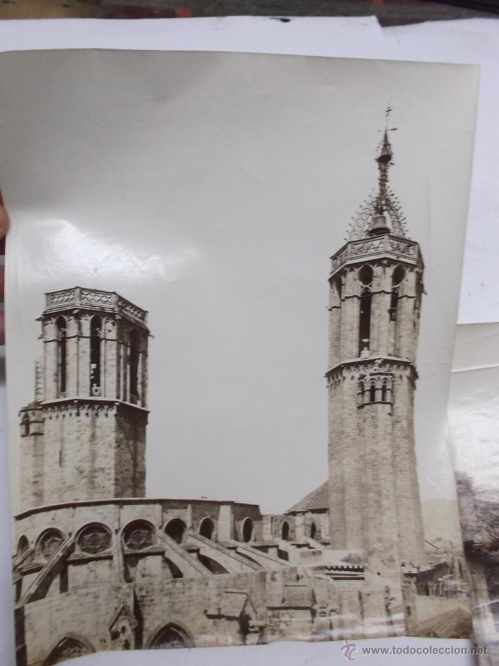 Fotografía antigua: 2 FOTOGRAFIAS, FINALES S. XIX, DE LAS TORRES DE LA CATEDRAL DE BARCELONA Y LA AUDIENCIA. ALBUMINAS. - Foto 2 - 40443636