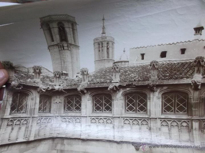 Fotografía antigua: 2 FOTOGRAFIAS, FINALES S. XIX, DE LAS TORRES DE LA CATEDRAL DE BARCELONA Y LA AUDIENCIA. ALBUMINAS. - Foto 3 - 40443636