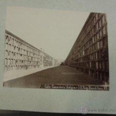 Fotografía antigua: LOTE DE 2 FOTOGRAFIAS CALLE CEMENTERIO ANTIGÜO. J. E. PUIG Y BARCELONA CLAUSTRO DE SAN PABLO.. Lote 40657183