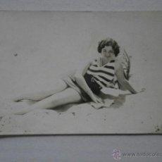 Fotografía antigua: FOTO SEÑORITA BAÑISTA CON FOTOGRAFO CUESTA VALENCIA SOBRE 1930 ALBUMINA-850 . Lote 43095380
