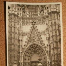 Fotografía antigua: ANTIGUA FOTOGRAFÍA - SEVILLA - PUERTA DE LA CATEDRAL - 1946 -. Lote 43187264