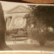Fotografía antigua: ANTIGUA Y CURIOSA FOTOGRAFÍA - CONGRESO DE LOS DIPUTADOS - ENGALANADO POR ACONTECIMIENTO - AÑOS 40. Lote 43188988