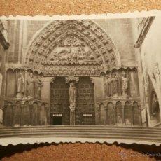 Fotografía antigua: ANTIGUA FOTOGRAFIA - PUERTA DEL SARMENTAL DE LA CATEDRAL DE BURGOS - 1946. Lote 43191941