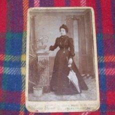 Fotografía antigua: FOTO NUM. 93 : IMPRESIONANTE FOTOGRAFÍA DE UNA DAMA VESTIDA DE ÉPOCA DEL S.XIX.FOT. MATEO FERRER.. Lote 43270554