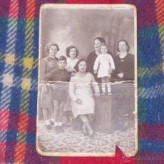 Fotografía antigua: FOTO NUM.121 : IMPRESIONANTE FOTOGRAFÍA DE UNA FAMILIA DE PRINCIPIOS S.XX.FOTO J.LÓPEZ.. Lote 43272491