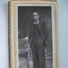 Fotografía antigua: FOTO DE ESTUDIO DE JOVEN . FOT.: DAGUERRE , BARCELONA , 10 - 11 - 38 ... 9 X 16 CM. Lote 43480079