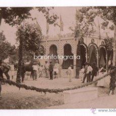 Fotografía antigua: LA FERIA DE CÓRDOBA, CASETA DE GANADOS. AÑO 1902, FOTO: J. NOGALÉS, CÓRDOBA. 17X10.5 CM.. Lote 43511433