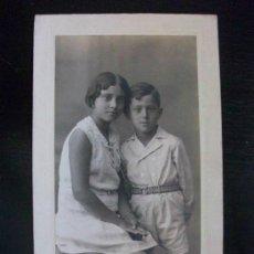 Fotografía antigua: FOTO DE ESTUDIO DE DOS HERMANOS . FOTO: DUARTE , OVIEDO . 1930 . 9 X 16 CM.. Lote 43813670
