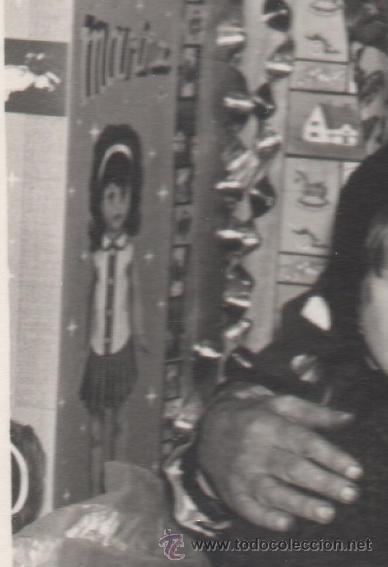 Fotografía antigua: NIÑOS ENTREGAN LA CARTA A LOS REYES MAGOS EN MADRID O AVILES HACIA 1960 - FOTO ANTIGUA - Foto 2 - 43865261