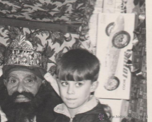 Fotografía antigua: NIÑOS ENTREGAN LA CARTA A LOS REYES MAGOS EN MADRID O AVILES HACIA 1960 - FOTO ANTIGUA - Foto 4 - 43865261