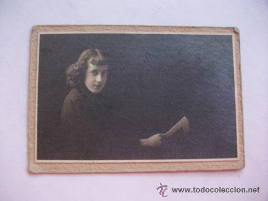 FOTOGRAFIA MUJER JOVEN . 1911 .......... 6 X 8,5 CM (Fotografía Antigua - Albúmina)