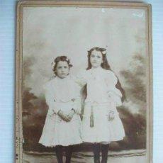Fotografía antigua: FOTO DE ESTUDIO DE DOS NIÑAS , SIGLO XIX. . 11 X 17 CM.. Lote 44059937