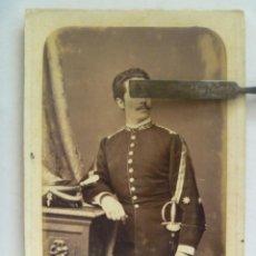 Fotografía antigua: TENIENTE CORONEL SANIDAD MILITAR (?) , SIGLO XIX. CON LEOPOLDINA Y ESPADA DE CEÑIR.. Lote 44142547