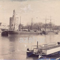 Fotografía antigua: SEVILLA, SIGLO XIX, BARCOS EN EL GUADALQUIVIR A LA ALTURA DE LA TORRE DEL ORO,90X70MM. Lote 44356080
