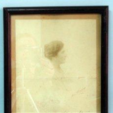Fotografía antigua: FOTOGRAFÍA RETRATO PERFIL DAMA COLLAR PERLAS DEDICADA EN 1926 CON MARCO. Lote 44951927